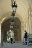 Ingång till slotten i Piazza del Quirinale i Rome Royaltyfri Foto