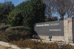 Ingång till världshögkvarter av Kimberly-Clark i Irving, Tex royaltyfria bilder
