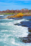 Ingångar av Niagara River på den amerikanska delen Arkivfoton
