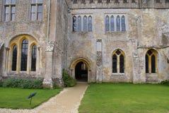 Ingången av den Lacock abbotskloster, Wiltshire, England Fotografering för Bildbyråer