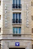 Ingången av det redaktörs- kontoret av Le Figarodagstidningen i Paris Royaltyfria Bilder