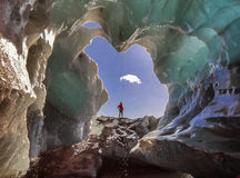 Ingången av isgrottan i Island Royaltyfri Bild