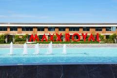 Ingången av Maxx Royal det lyxiga hotellet Royaltyfri Fotografi