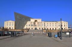 Ingången av museet för militär historia i den Dresden staden royaltyfri bild
