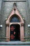 Ingången in i katolska kyrkan Royaltyfri Fotografi