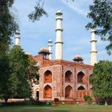 _ Ingången som bygger till området av den Sikandra gravvalvet av den Mughul kejsaren Akbar Fotografering för Bildbyråer