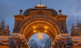 Ingången till Amusmenten parkerar Tivoli i Köpenhamn Arkivfoton