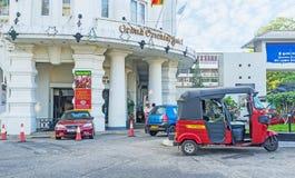 Ingången till det storslagna orientaliska hotellet Arkivbild