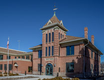 Ingången till Garfield County Courthouse i Panguich Utah Arkivbild