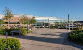 Ingången till kungliga personen fyller på med bränsle universitetsjukhuset arkivfoto