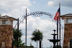 Ingången till Lillian Webb Park i Norcross, Georgia Royaltyfri Bild