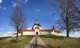 Ingången till pilgrimsfärdkyrkan på den Zelena horaen i Tjeckien, UNESCOvärldsarv Arkivfoton