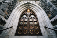 Ingången till Sts Mary kyrka, i New Haven, Connecticut Royaltyfria Bilder