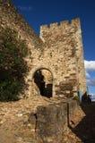 Ingångsbåge och bana av den Terena slotten Arkivfoto
