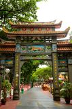 Ingångsbåge till hagtornmedeltalen Villa Park Singapore Royaltyfria Bilder