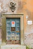 Ingångsdörr i Rome, Italien Arkivbilder