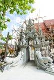 ingångskonstruktionen på Wat Sanpayang Luang Royaltyfri Foto
