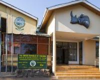 IngångsNgorongoro naturvårdsområde, Tanzania Royaltyfria Bilder