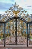 Ingångsport av Catherine Palace i St Petersburg Royaltyfri Fotografi