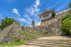 Ingångsport av den Okayama slotten eller galandeslotten Royaltyfri Fotografi