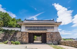 Ingångsport av den Okayama slotten eller galandeslotten Royaltyfri Foto