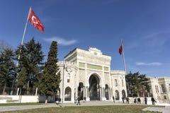 Ingångsport av det Istanbul universitetet, Istanbul, Turkiet Arkivfoton