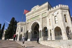 Ingångsport av det Istanbul universitetet, Istanbul, Turkiet Royaltyfria Bilder