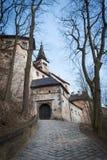 Ingångsport in i den medeltida Orava slotten, Slovakien royaltyfri bild
