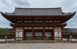 Ingångsport till Todai-ji den buddistiska templet Royaltyfri Fotografi