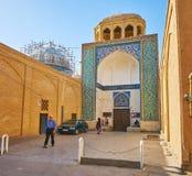 Ingångsportalen av den Dahouk moskén, Yazd, Iran royaltyfri bild