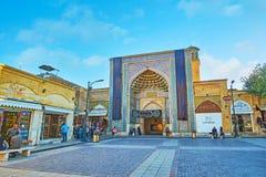 Ingångsportalen av den Vakil moskén, Shiraz, Iran arkivbilder