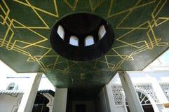 Ingångstaket avslutar sig på Abidin Mosque i Kuala Terengganu, Malaysia Fotografering för Bildbyråer