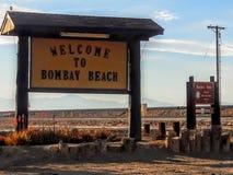Ingångstecken till den Bombay stranden på det Salton havet arkivfoton