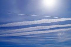 Ingénierie de Geo par des chemtrails d'avion Photographie stock