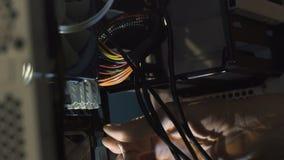 Ingénieur électronicien d'informatique Mise à jour de matériel d'unité centrale de traitement d'ordinateur d'entretien de composa banque de vidéos