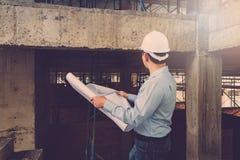 Ingénieur Architect travaillant au chantier de construction images libres de droits