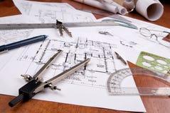 Ingénieur, architecte ou plans et outils d'entrepreneur photographie stock libre de droits