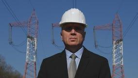 Ingénieur d'industrie énergétique dans une présentation commerciale photo libre de droits