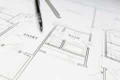 Ingénieur Pencil et dirigeant se reposant sur des plans de Chambre Photo libre de droits