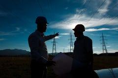 Ingénieurs discutant un plan Photo libre de droits