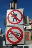 Inga gångare eller cyklar Arkivfoto