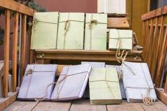 Inga titelböcker förbindas av repet Arkivbild