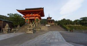 Ingang aan de beroemde Kiyomizu-deratempel in Kyoto, Japan Stock Afbeelding