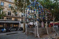 Ingang aan de Metro van Parijs Post Royalty-vrije Stock Foto's