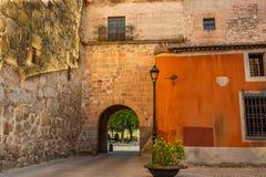 Ingang aan de ommuurde stad van Avila spanje stock afbeelding