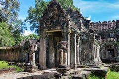 Ingang aan de oude tempel van Preah Khan stock fotografie