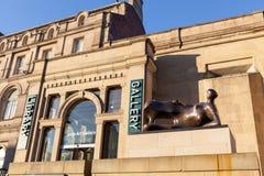 Ingang aan de Stad Art Gallery van Leeds en Bibliotheek Stock Foto's