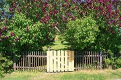 Ingang aan de tuin Stock Foto's