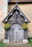 Ingang aan een Middeleeuws Kerk en een Kerkhof Royalty-vrije Stock Fotografie