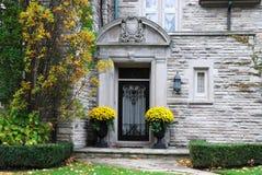 Ingang aan elegant huis Stock Foto